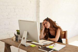 Les femmes sont-elles plus mises en cause lorsqu'elles mènent une carrière ?